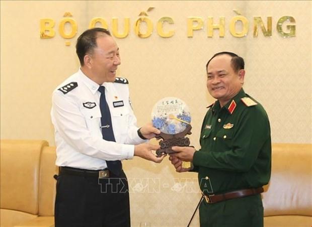 越南人民军副总参谋长阮方南会见中国移民管理局代表团 hinh anh 1
