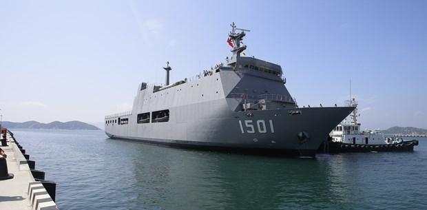 缅甸军舰抵达金兰港 与越南海军举行交流活动 hinh anh 1