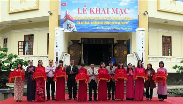 """""""黄沙、长沙归属越南:历史证据和法律依据""""的地图和资料展在昆嵩省举行 hinh anh 1"""