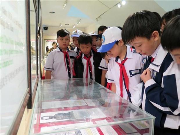 """""""黄沙、长沙归属越南:历史证据和法律依据""""的地图和资料展在昆嵩省举行 hinh anh 2"""