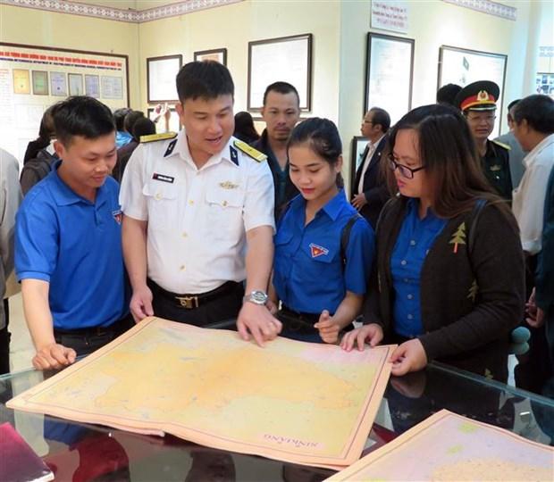 """""""黄沙、长沙归属越南:历史证据和法律依据""""的地图和资料展在昆嵩省举行 hinh anh 3"""