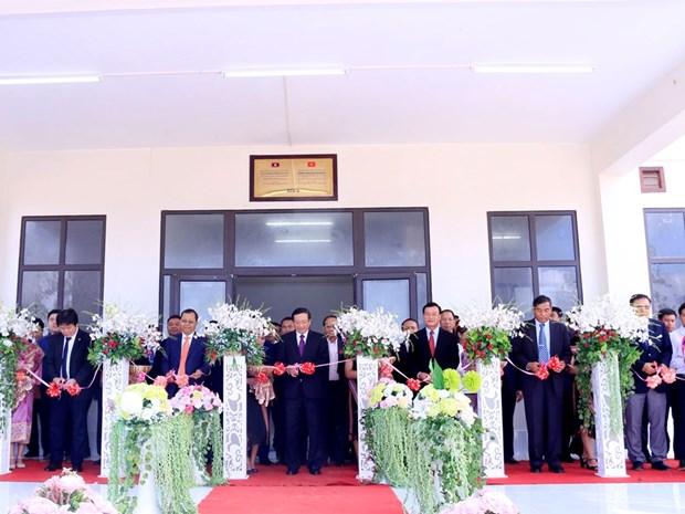 越南援建老挝色空省多征高中学校竣工移交 hinh anh 2