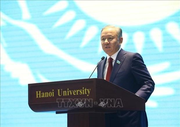 哈萨克斯坦议会下院议长与河内大学教师与大学生交流 hinh anh 2