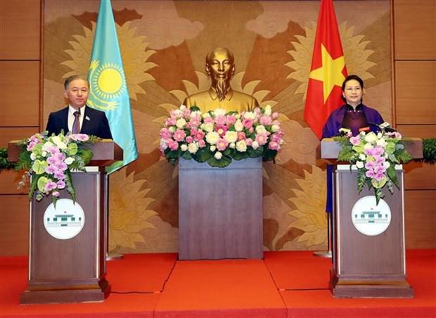 越南国会主席阮氏金银与哈萨克斯坦议会下院议长尼格马图林举行会谈 hinh anh 3