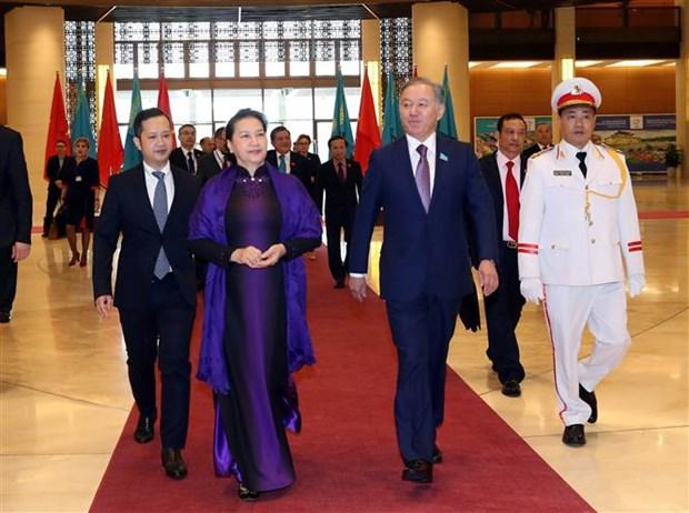 越南国会主席阮氏金银与哈萨克斯坦议会下院议长尼格马图林举行会谈 hinh anh 1
