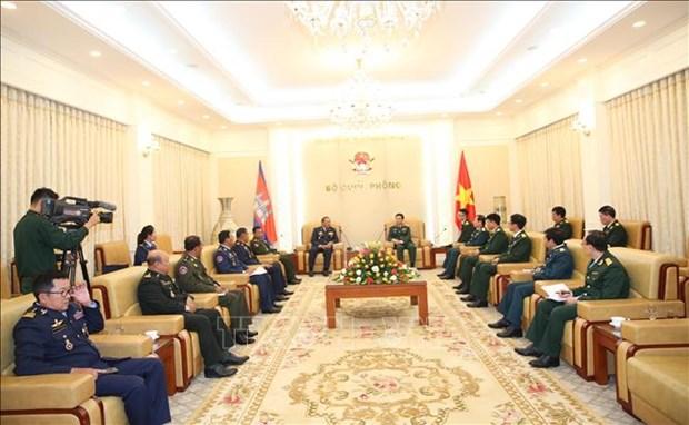 越南人民军总参谋长会见柬埔寨皇家武装部队副总司令 hinh anh 1