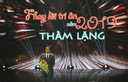 越南教师节:全国模范教师表彰大会在河内举行 hinh anh 1