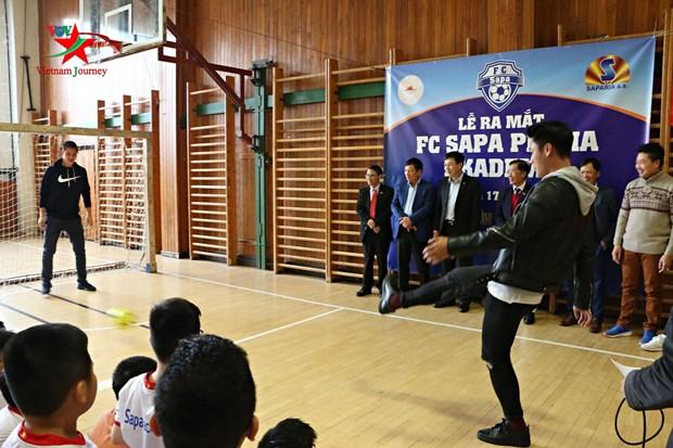 布拉格沙巴足球俱乐部和青少年足球培训中心正式亮相 hinh anh 2