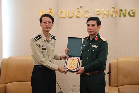 潘文江上将会见中国人民解放军国防大学代表团 hinh anh 1