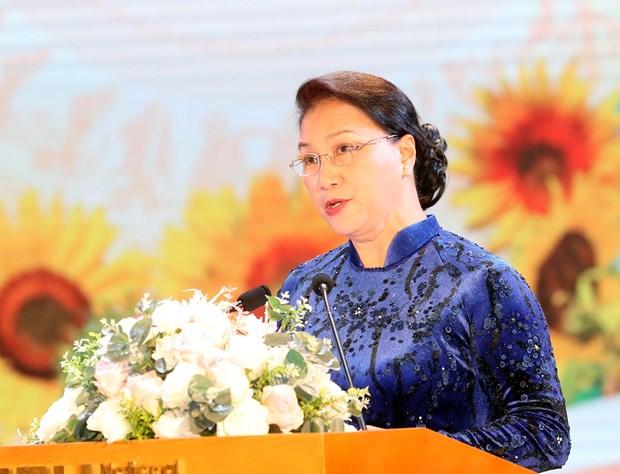 国会主席阮氏金银出席国民经济大学教师节纪念典礼 hinh anh 1