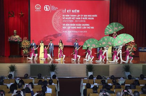 海外越南人事务国家委员会全力厚植海外侨胞的爱国主义情怀 hinh anh 2