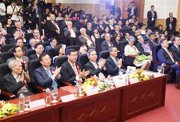 越共中央经济部长阮文平出席河内大学建校60周年纪念活动 hinh anh 1