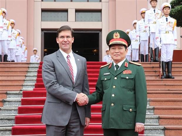 美国国防部部长埃斯珀对越南进行正式访问 hinh anh 1