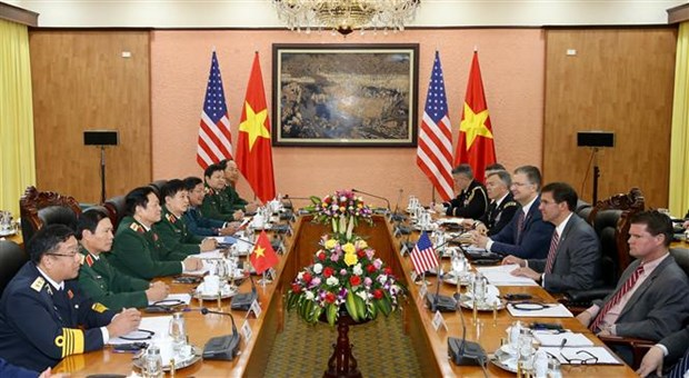 美国国防部部长埃斯珀对越南进行正式访问 hinh anh 2