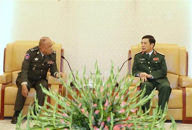 潘文江上将会见柬埔寨王家军国防大学校长谢塔拉 hinh anh 1