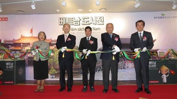 首个越南图书专卖区在韩国首尔正式开业 hinh anh 1