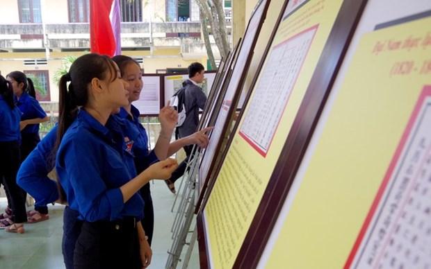 """""""黄沙、长沙归属越南—历史证据和法律依据""""资料图片展在广义省举行 hinh anh 1"""