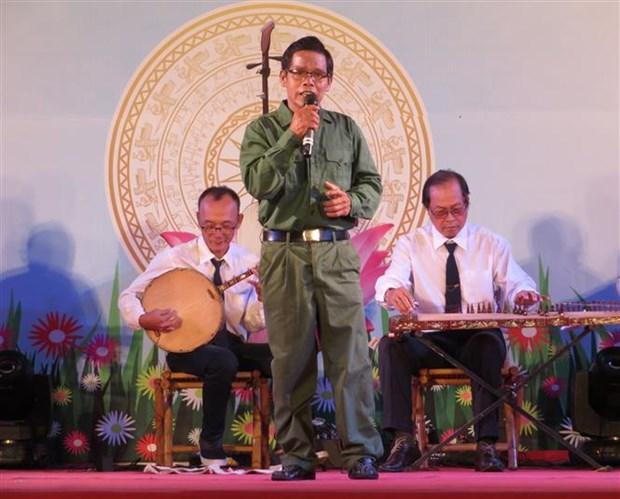 2019年芹苴市南部才子弹唱联欢会:弘扬民族传统艺术文化的大好机会 hinh anh 1