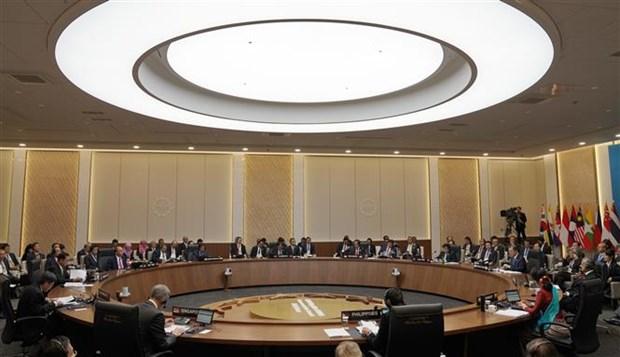 东盟-韩国峰会:韩国总统强调合作团结精神 hinh anh 1