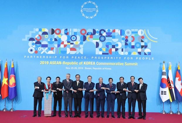 越南政府总理阮春福出席东盟与韩国伙伴关系30周年纪念峰会首场会议 hinh anh 1