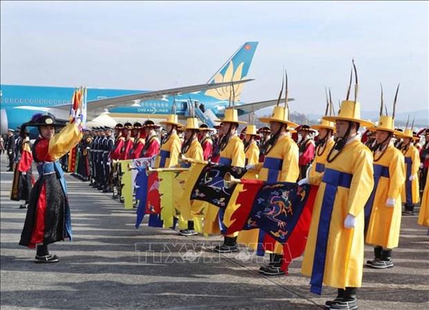 越南政府总理阮春福开始对韩国进行正式访问 hinh anh 2