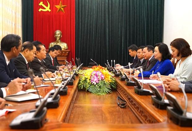 河内市委将为河内与老挝万象各项合作承诺具体化创造便利条件 hinh anh 1
