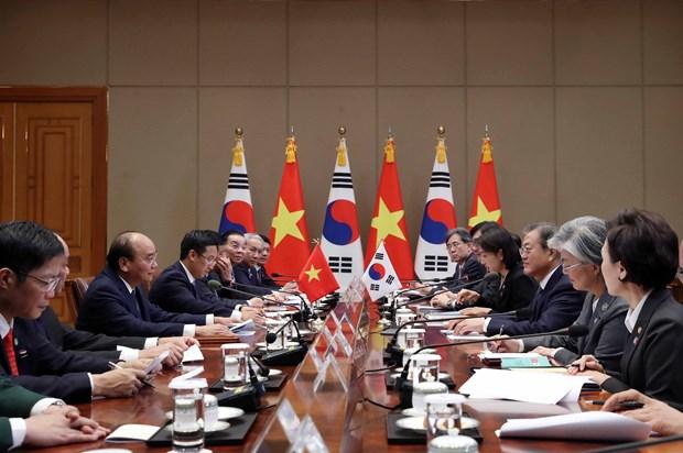 政府总理阮春福与韩国总统文在寅举行会谈 hinh anh 1
