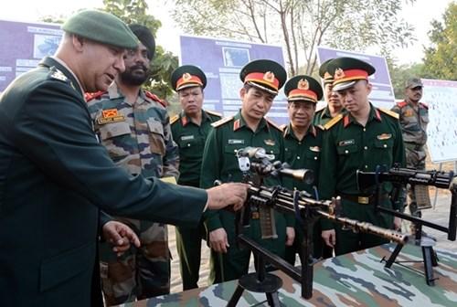 越南高级军事代表团造访印度陆军教育军官学院 hinh anh 2