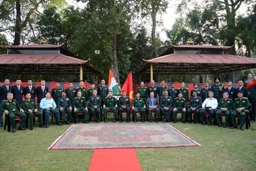 越南高级军事代表团造访印度陆军教育军官学院 hinh anh 3