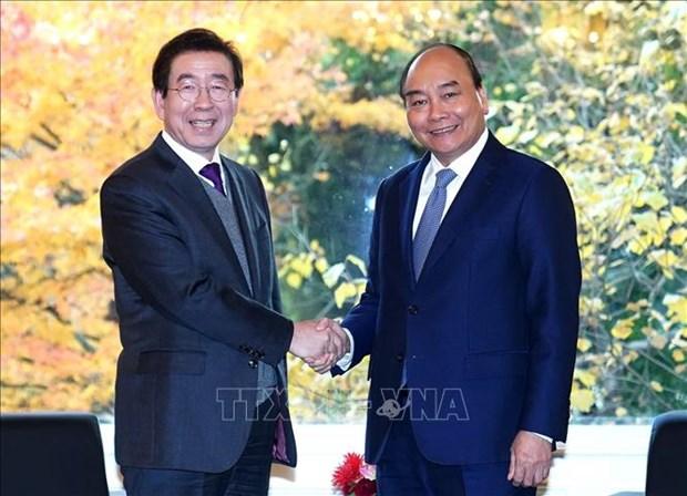 越南政府总理阮春福会见韩国首尔市市长 hinh anh 1