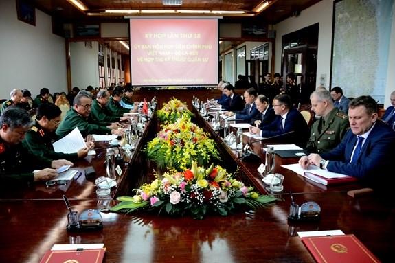 越白政府间军事技术合作联合委员会第18次会议在岘港市召开 hinh anh 1
