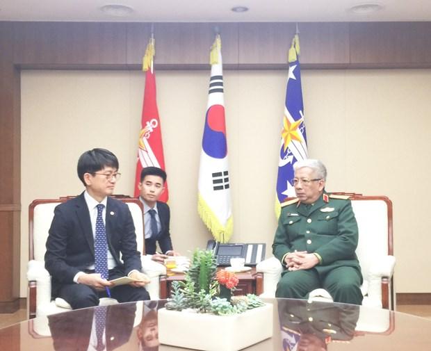 越南国防部副部长阮志咏会见韩国国防部副部长朴在民 hinh anh 1