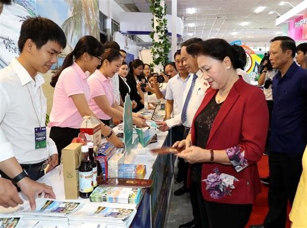 国会主席阮氏金银出席2019年芹苴国际旅游博览会 hinh anh 2