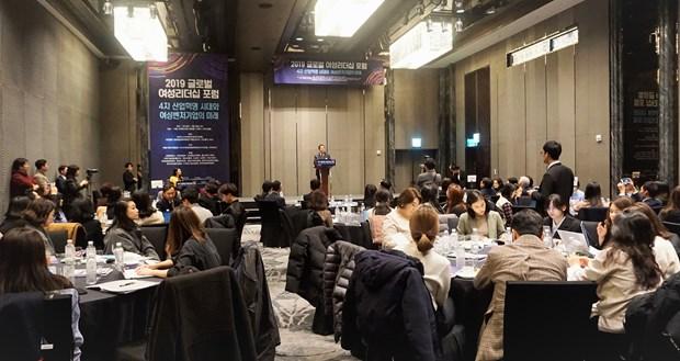越南社会活动女性参与比例为73% 对GDP贡献率超40% hinh anh 1