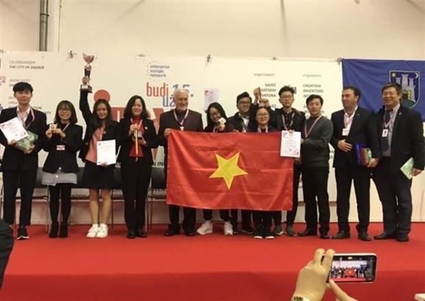 2019年INOVA国际发明比赛:越南学生代表团荣获特别奖杯和金牌 hinh anh 1