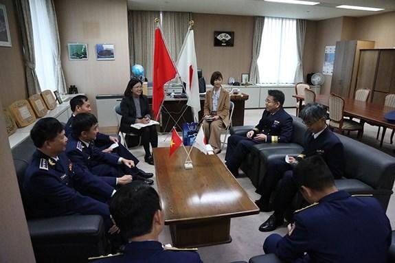 """越南""""CBS 8002号""""海警船对日本进行访问 hinh anh 2"""