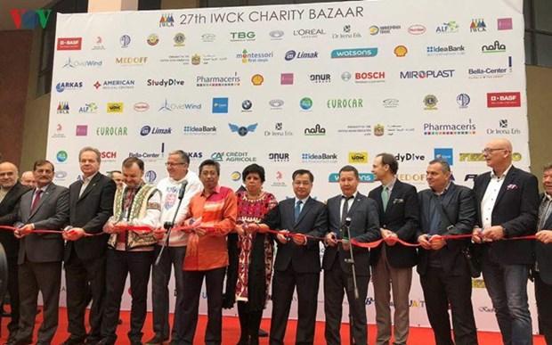 越南参加在乌克兰举行的第27届慈善交易会 hinh anh 1