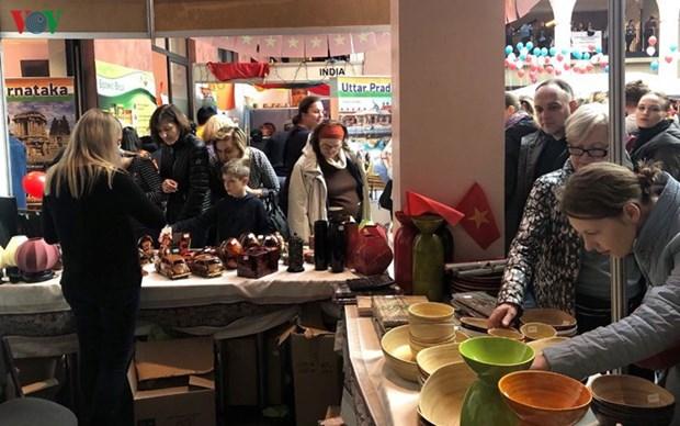 越南参加在乌克兰举行的第27届慈善交易会 hinh anh 2