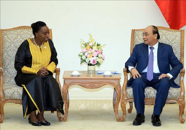 越南政府总理阮春福会见肯尼亚外交部长莫妮卡•朱马 hinh anh 1