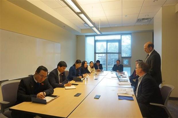进一步促进越南与加拿大两国立法机构之间之间的合作 hinh anh 1
