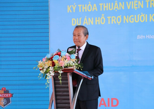 政府常务副总理张和平出席边和机场迪奥辛污染清除项目动工仪式 hinh anh 1