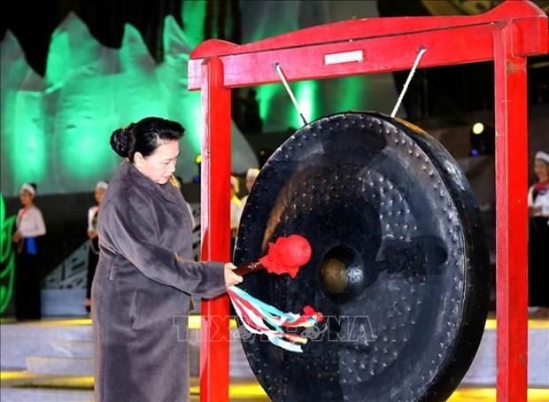 越南国会主席阮氏金银出席2019年和平省文化旅游周开幕式 hinh anh 1