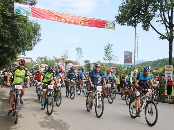 """2019年越南·老街与中国·红河""""两国一赛道""""国际自行车赛结束 hinh anh 2"""