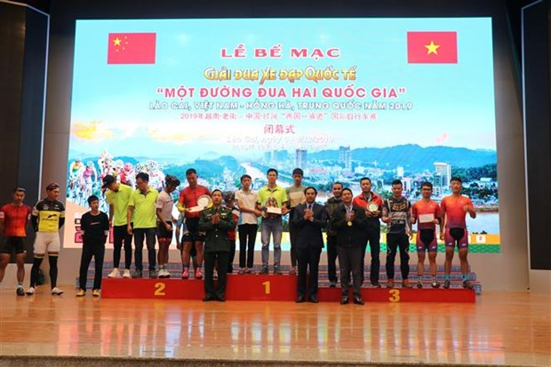 """2019年越南·老街与中国·红河""""两国一赛道""""国际自行车赛结束 hinh anh 1"""