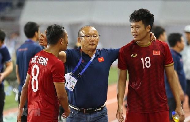 第30届东运会:主教练朴恒绪希望越南U22男足夺金 同女足队凯旋回国 hinh anh 1