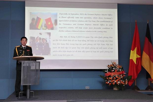 越南全民国防日30周年和越南人民军建军75周年纪念典礼在德国举行 hinh anh 2