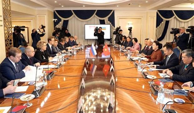 越南国会主席阮氏金银与俄罗斯联邦委员会主席举行会谈 hinh anh 1