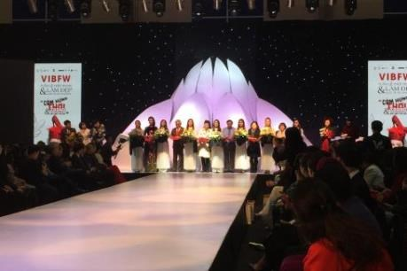 2019年越南国际服装展吸引国内许多知名服装品牌参加 hinh anh 1