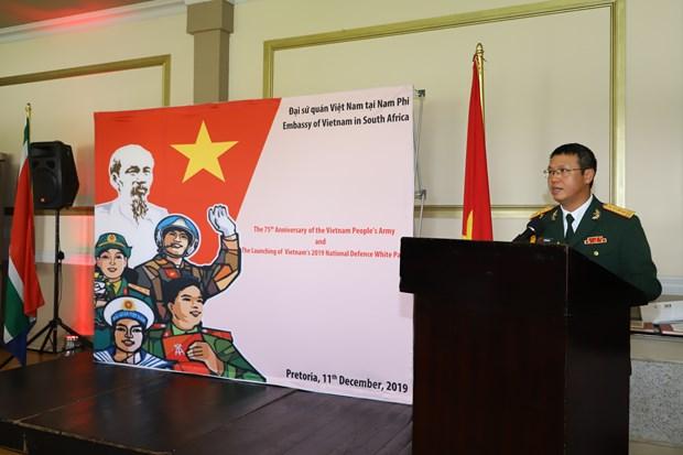 越南人民军建军75周年纪念典礼暨2019年国防白皮书介绍活动在世界多国举行 hinh anh 1