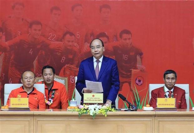 阮春福总理:越南U22男足和国家女足荣获冠军为祖国增添光彩 hinh anh 1